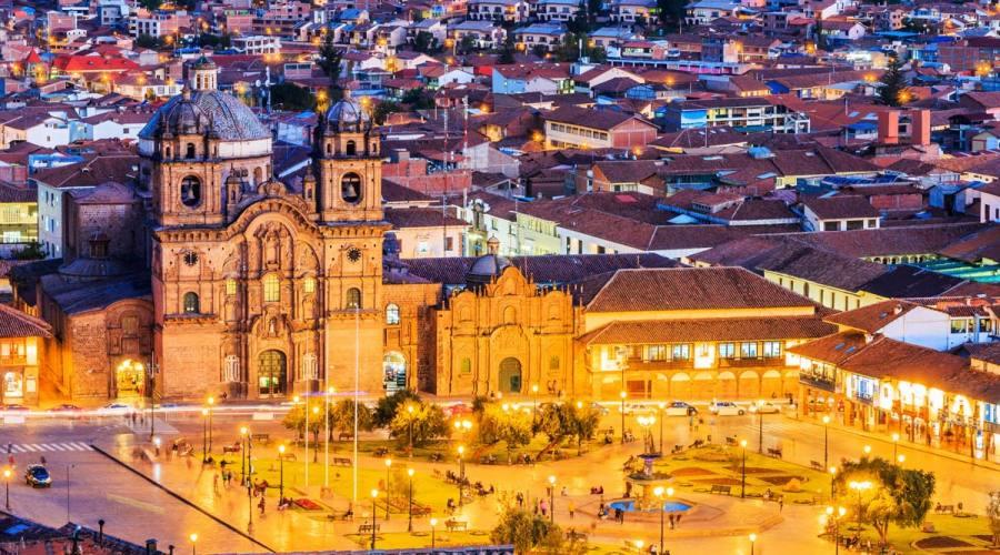 Vista notturna di Cusco