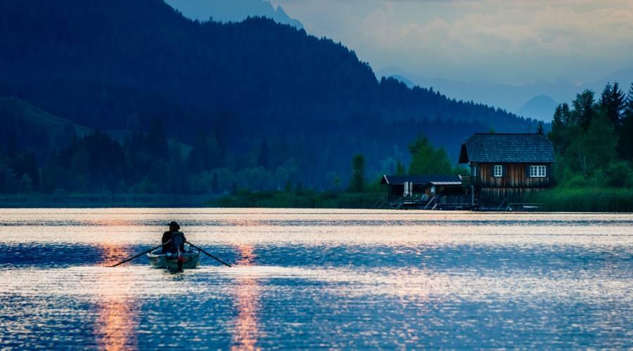Tramonto sul lago in Austria
