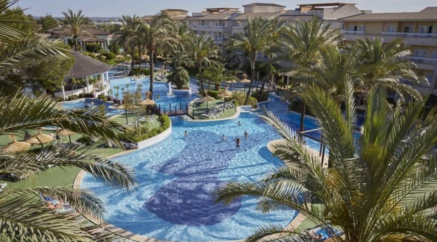Vista panoramica dell hotel e la piscina