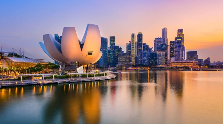 Singapore skyline al tramonto