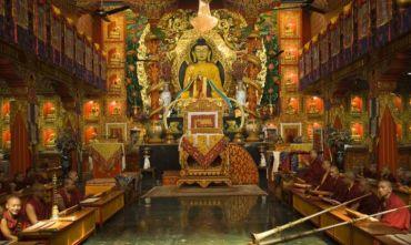Meditazione nei templi buddhisti nel Paese delle Nevi e Festa di Dhamark