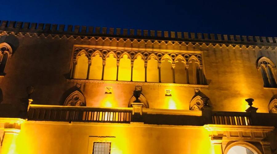 Castello di Donnafugata in notturna