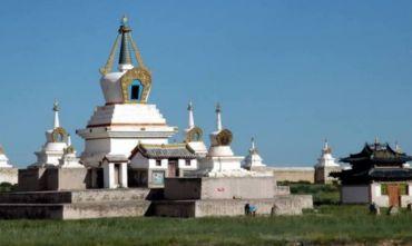 Alla scoperta della spiritualità dei monasteri buddhisti nella vastità del Gobi