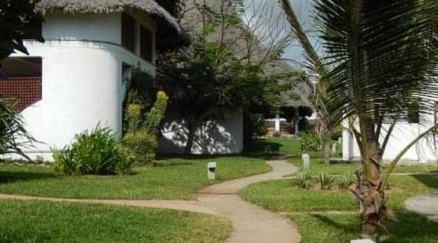esterno delle camere e giardino