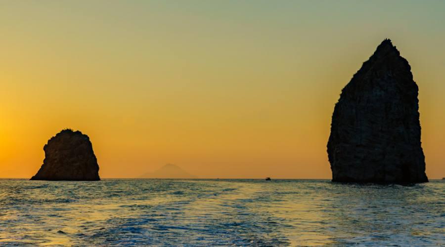 rocce tra Lipari e Vulcano