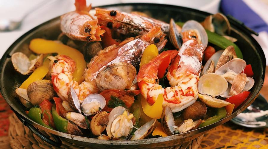 Cataplana de mariscos, piatto tipico