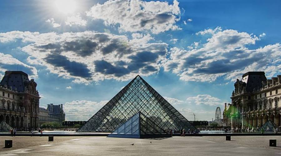 Entrata museo Louvre, Parigi