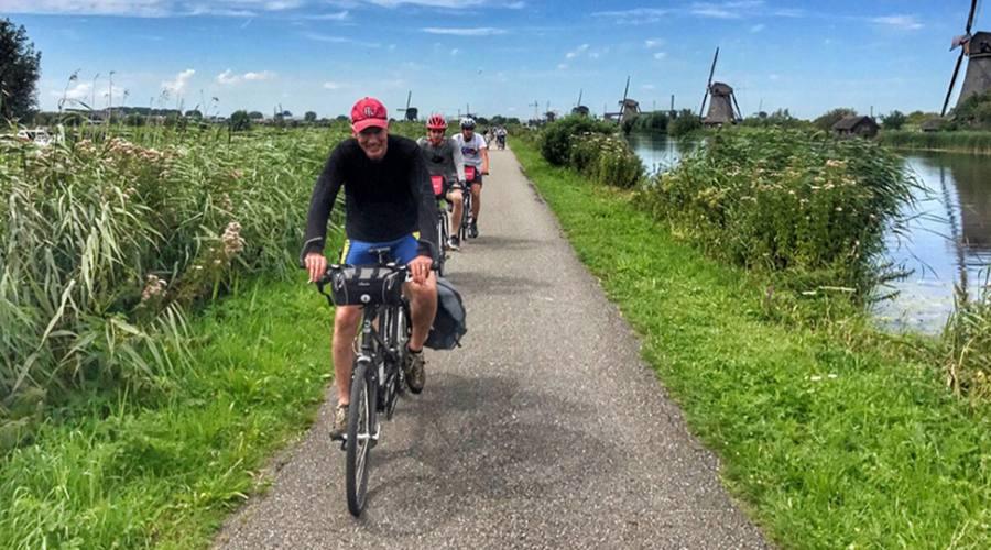 Gruppo in bici durante il tour
