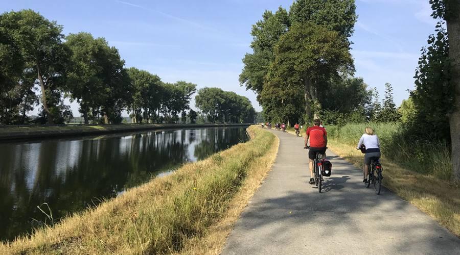 In bici lungo i Canali di Bruges
