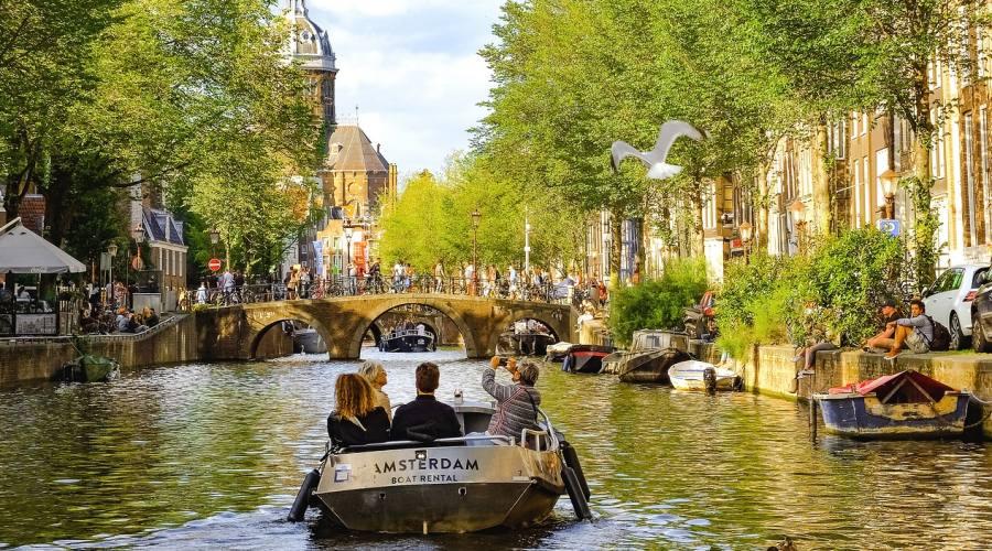 Lungo i canali ad Amsterdam