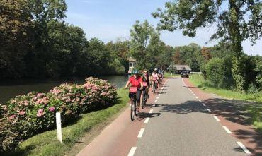 Dalla Tour Eiffel a Londra proseguendo per Amsterdam in bicicletta.