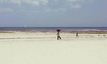 Yoga e meditazione sulle spiagge bianche dell'Oceano Indiano