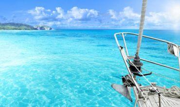 Crociera in catamarano veleggiando tra isole da sogno