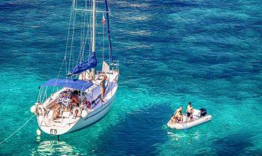 Vacanza in barca a vela tra storia e mare incantevole