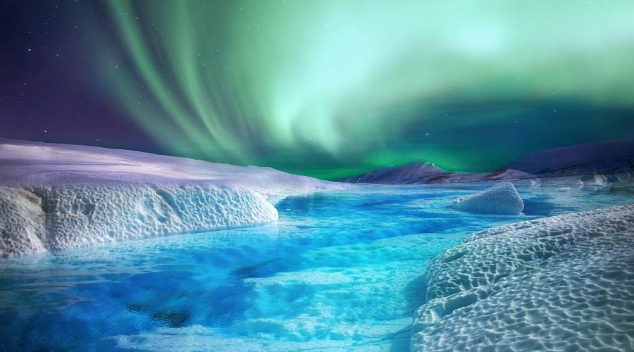Aurora boreale tra i ghiacci
