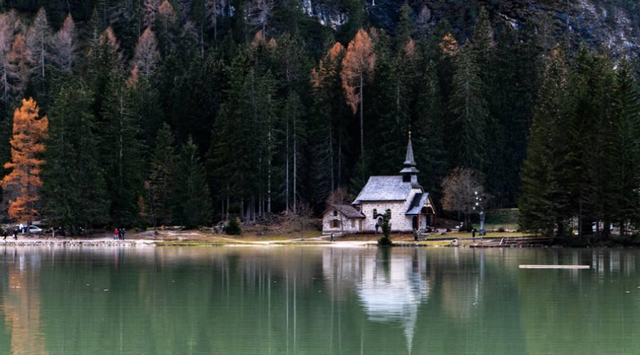 Chiesetta sul Lago