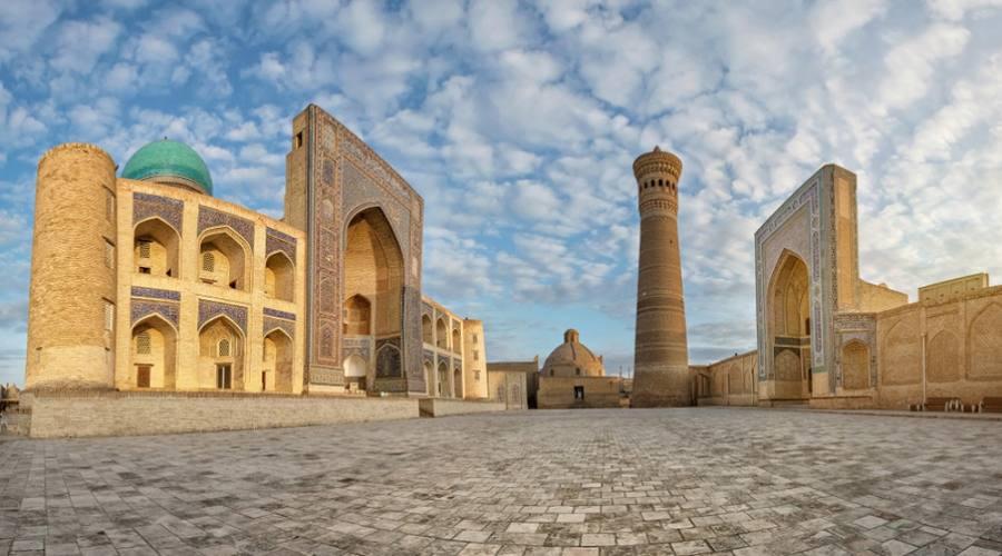 Poi Kalyan - complesso religioso islamico situato intorno al minareto Kalyan a Bukhara