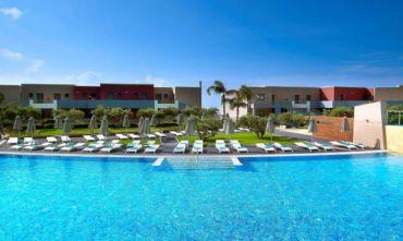 Resort con Spa sulla spiaggia di Aghios Fokas con suggestiva piscina a sfioro
