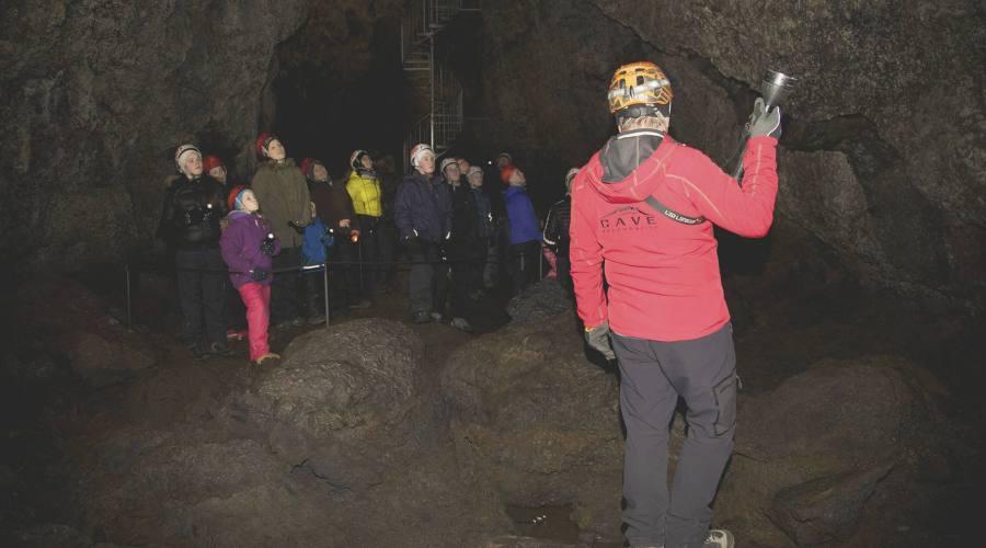 Visita al tunnel di lava di Vatnshellir