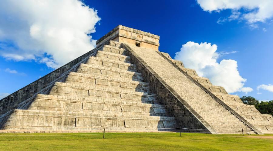 Piramide di Kukulcan El Castillo a Chichen-Itza
