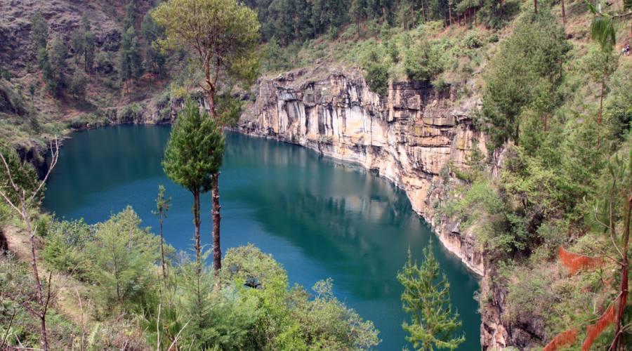 Trekking sul lago Tritriva