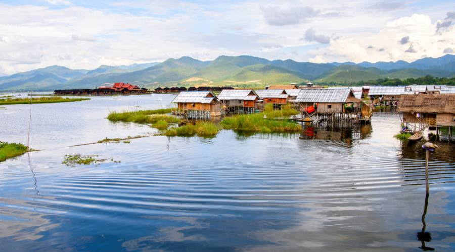 Inpawkhone village