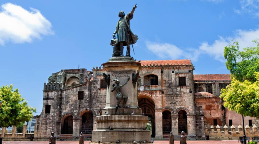 Santo Domingo - Columbus statue
