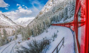 Natale in montagna a bordo del Trenino Rosso del Bernina