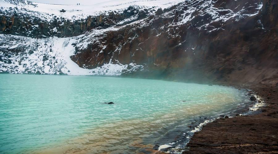 Spettacolare lago sul vulcano Askja