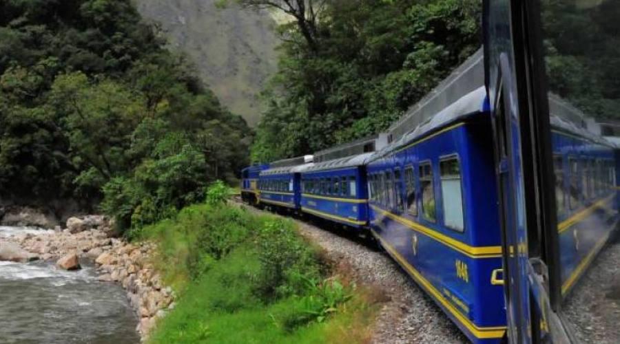 In treno verso Machu Picchu