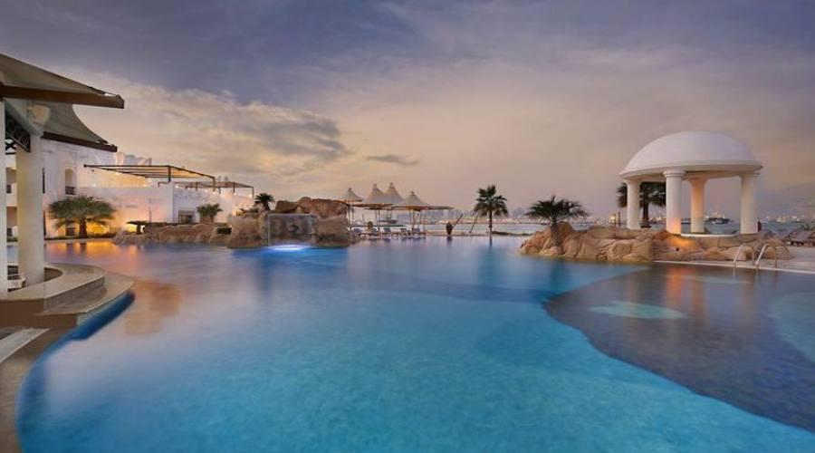 Grande piscina esterna