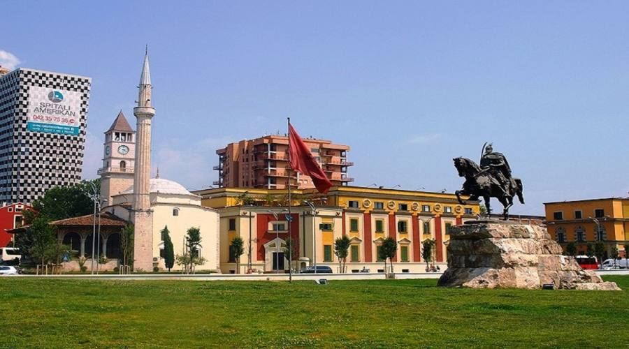 P.zza Skandeberg Tirana