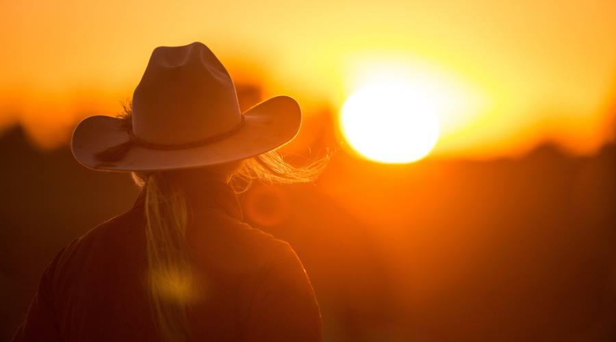 Ragazza con tramonto