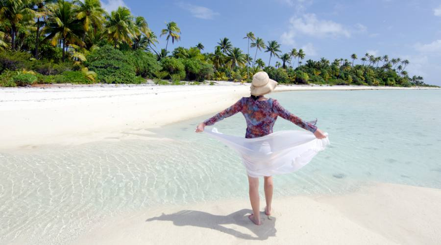 Ragazza sulla spiaggia di Aitutaki