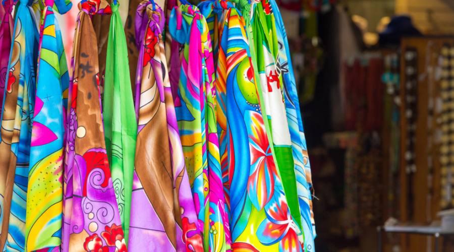 Tessuti colorati al mercato