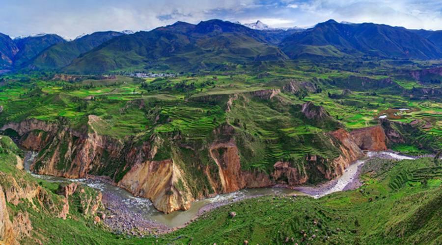 Vista panoramica del cañon del Colca