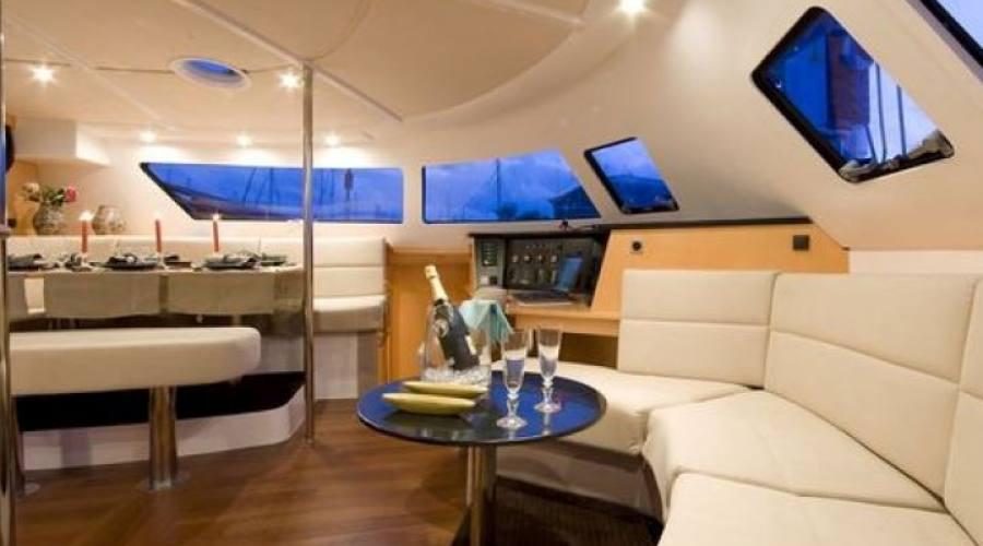 interno del catamarano