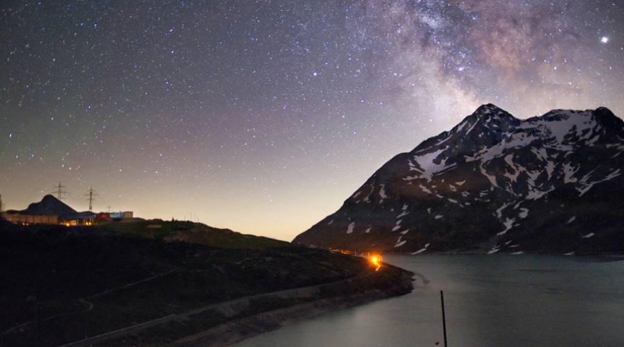 Trenino Rosso del Bernina di notte