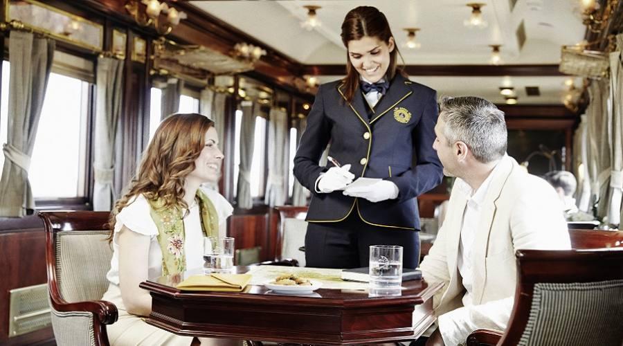 Vagone ristorante treno Al Andalus. Foto: Víctor Color per Renfe