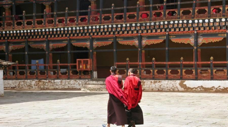 Monaci in preghiera