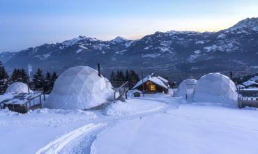 Dormire in igloo sulle montagne svizzere