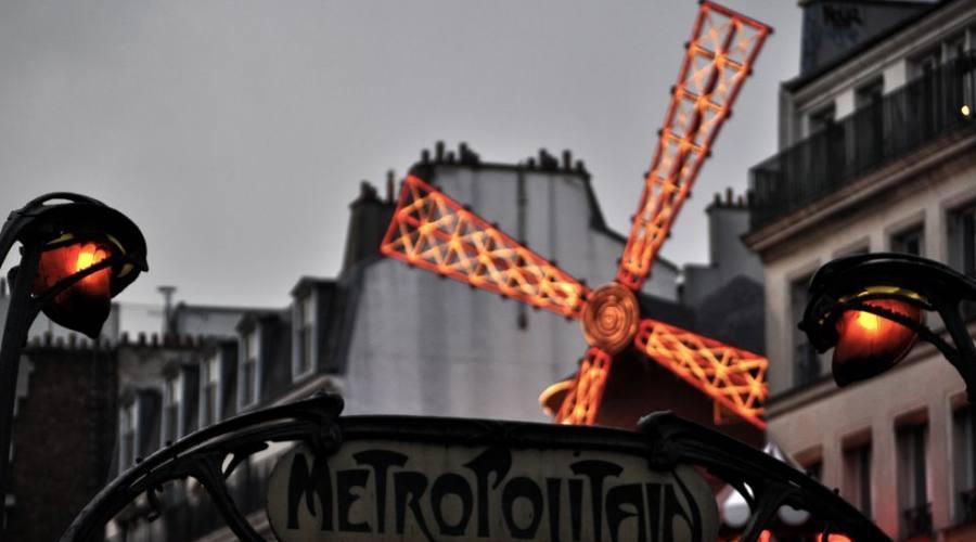Il Moulin Rouge a Parigi
