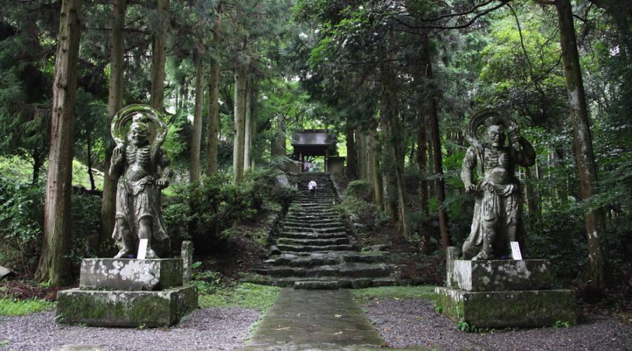 Gli dei guardiani del tempio a Funisaki