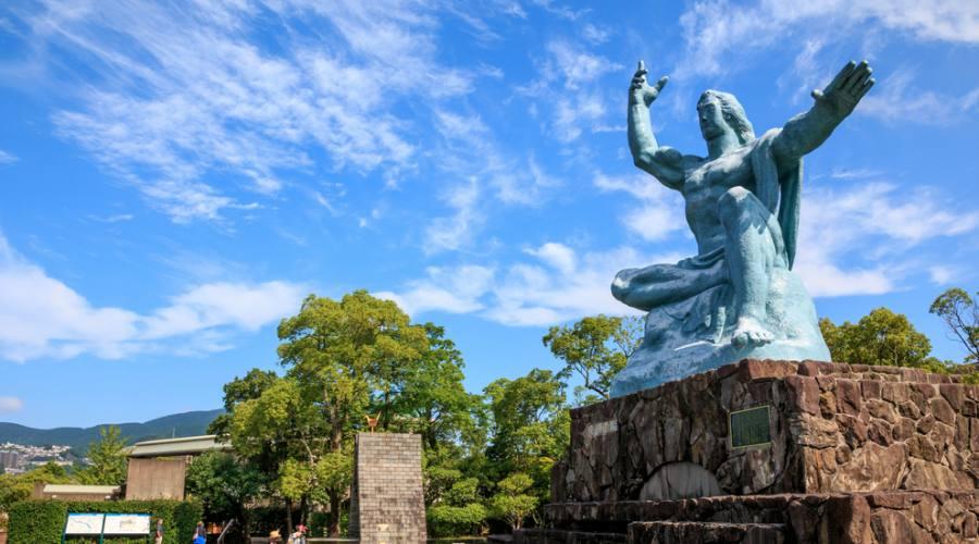 Statua della Pace nel parco di Nagasaki
