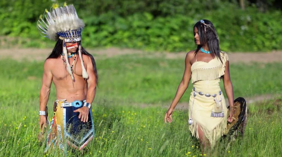 Capo Indiano e giovane squaw