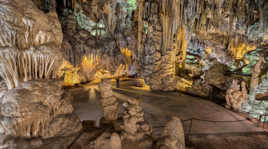 Grotta di Nerja Formazioni geologiche