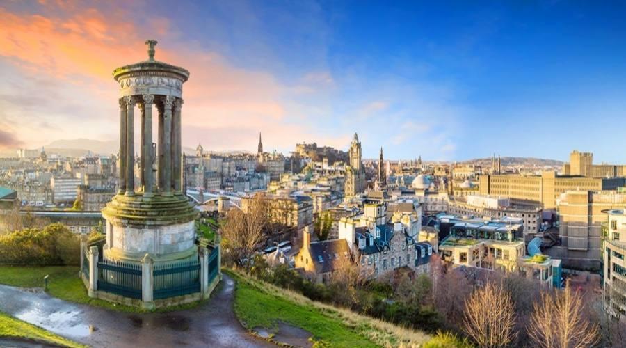 Bella vista sulla città vecchia di Edimburgo