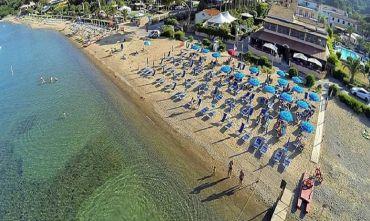 Hotel con Club House e ristorante sulla spiaggia privata