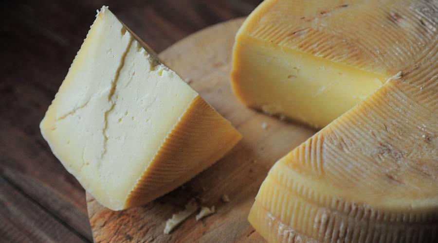 Pezza di formaggio stagionato