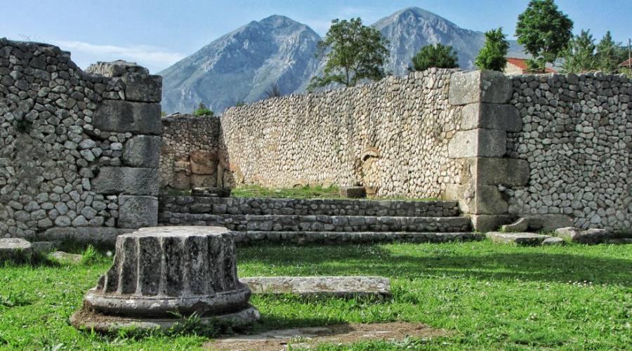 Alba Fucens, antiche rovine romane